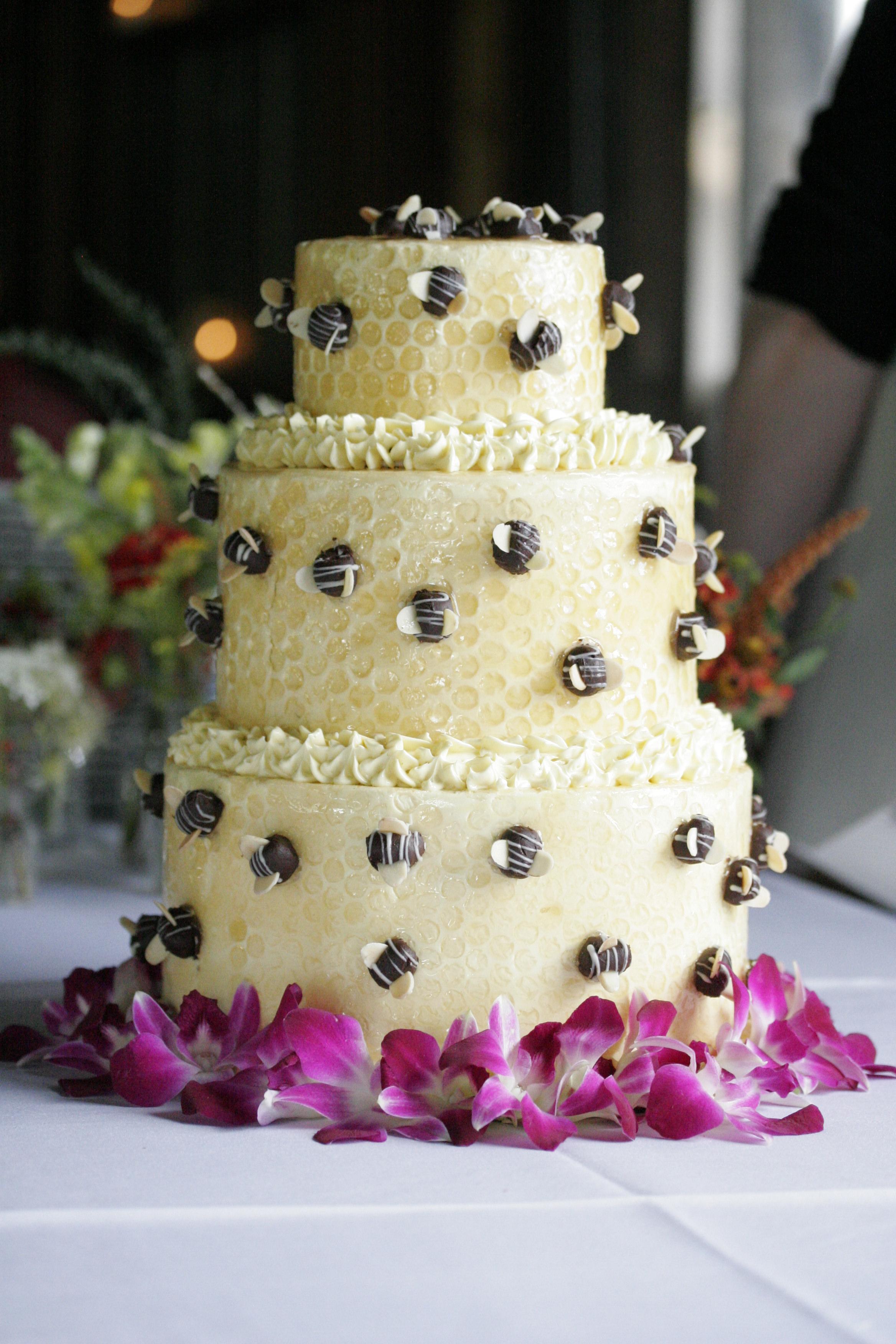 wedding-bee-cake-214